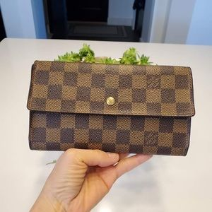 Louis Vuitton international damier wallet
